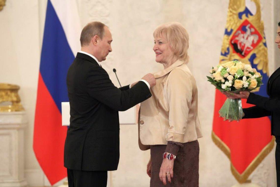 Владимир Путин наградил Орденом дружбы председателя Русской общины РМ Людмилу Лащенову